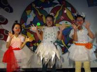 Three chorus gals (Maiko, Riina, Yumiko)